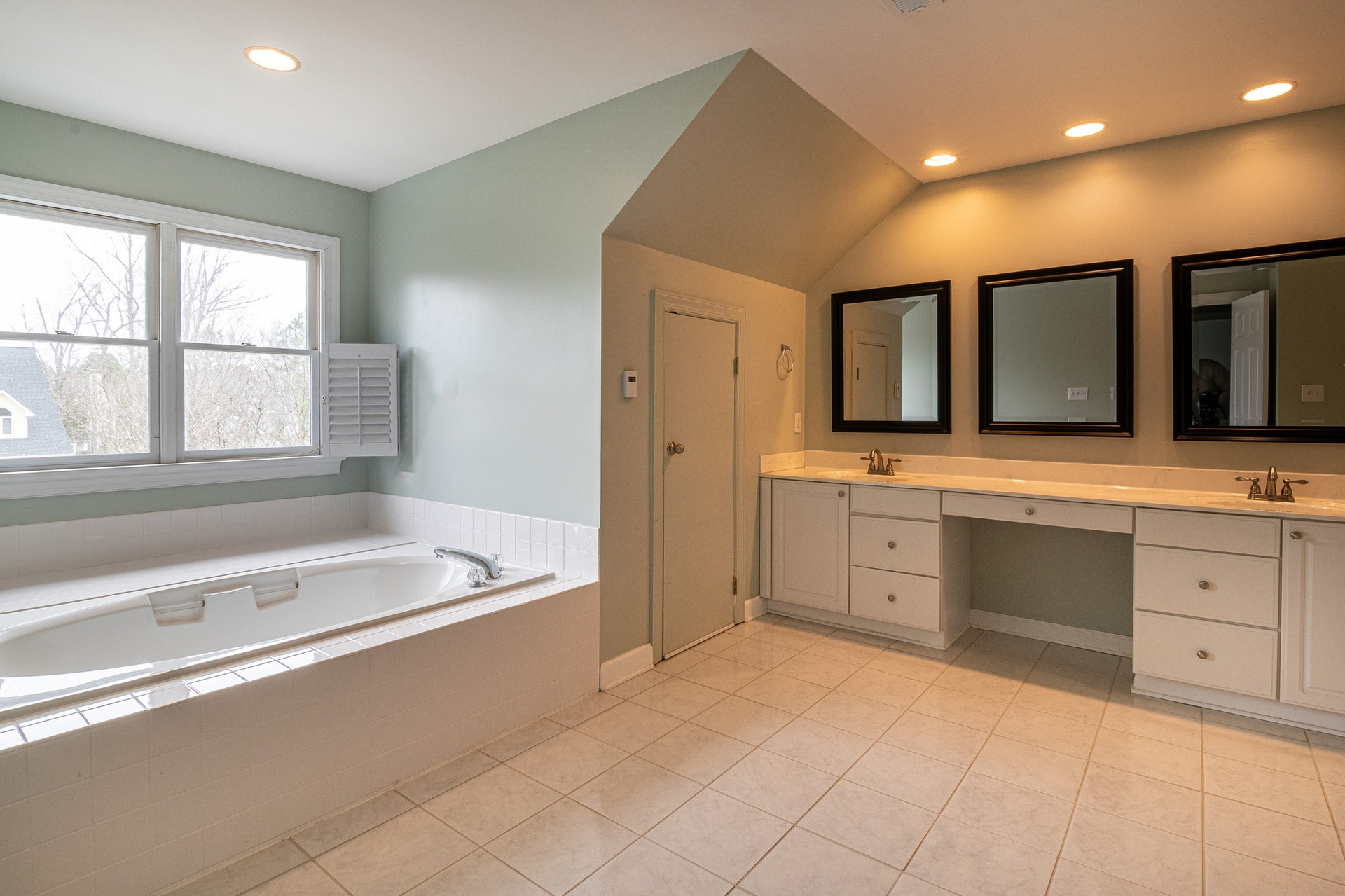 Tips to Choose Bathroom Cabinets